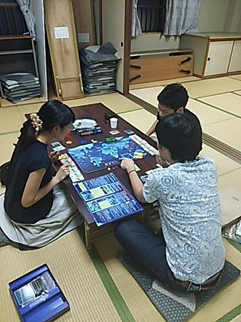 和室でボードゲーム