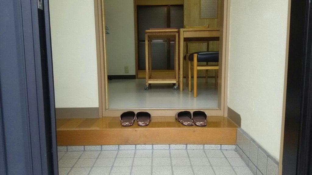 Umidassは靴を脱いで利用できるスペース
